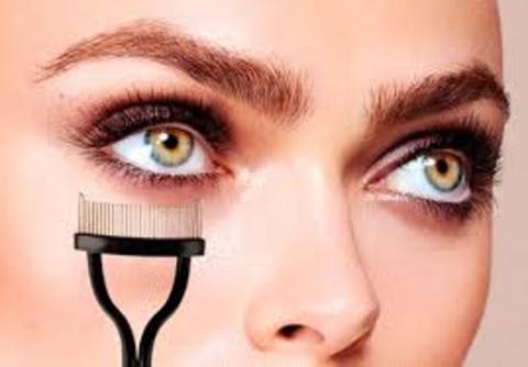 Mercedes Patallo - Eyelash Comb de M2 Beauté - Mercedes Patallo
